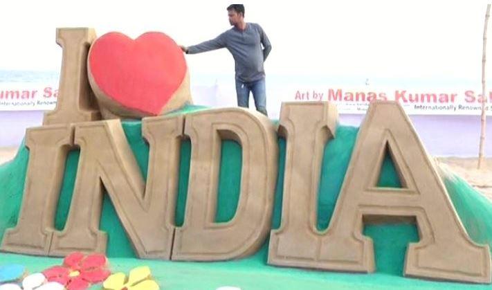 Valentine's Day Manas Sahoo Professes Love For India On Puri Beach-2018